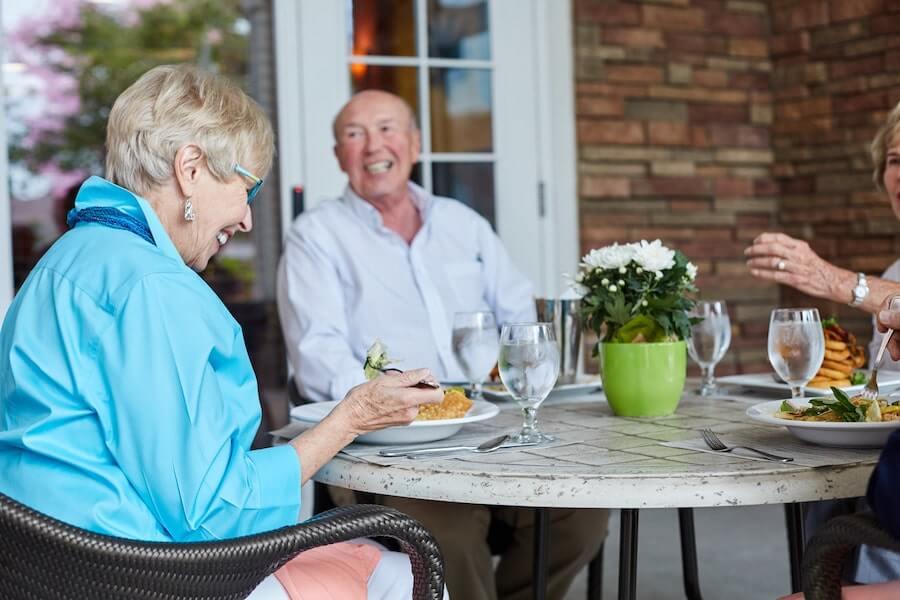 seniors eating breakfast